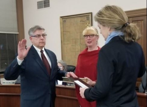 Mayor Shubert Swearing in by Senator Roegner